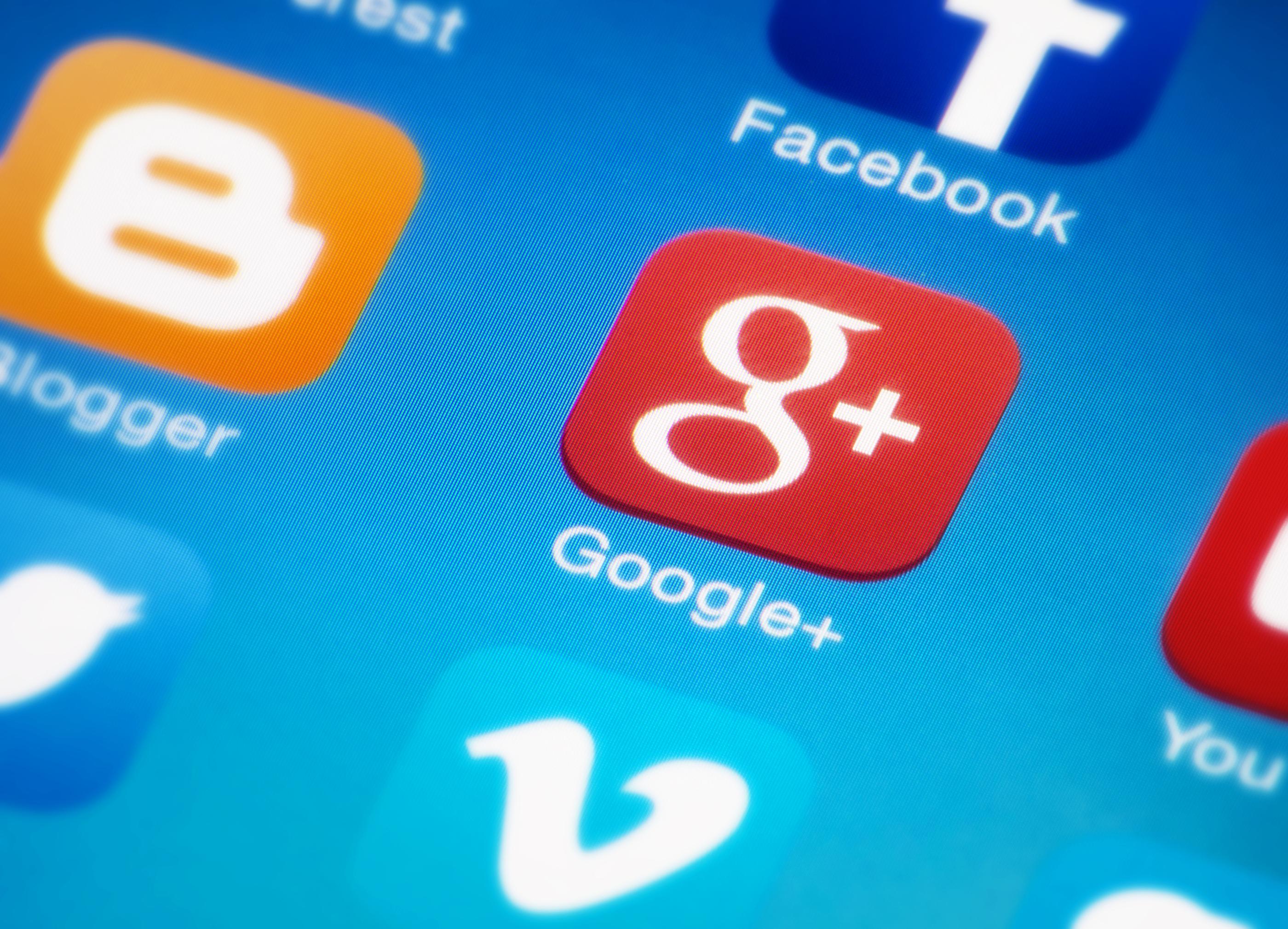 1424-Google-plus-icon-on-smartphone